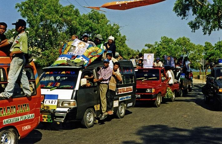 CNRT rally Dili 07'99-24