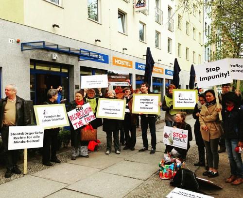 Demonstration 'Gegen Straflosigkeit' anlässlich Jokowis Besuch in Berlin, 18.4.2106 (Foto von Ucu Agustin)