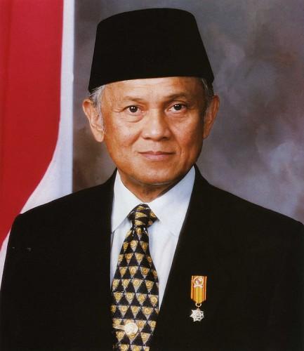Bacharuddin_Jusuf_Habibie_official_portrait