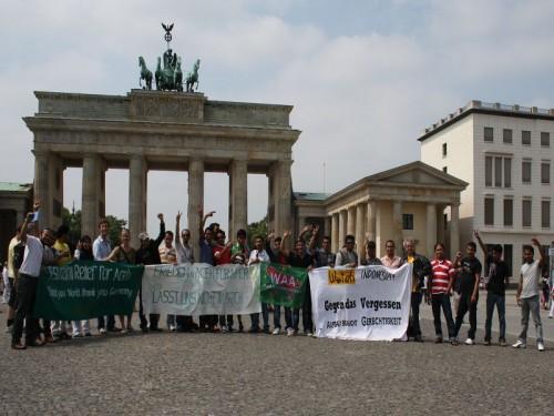 Demo für Aceh vor dem Brandenburger Tor