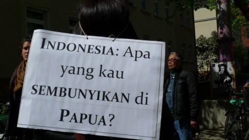 Demonstration zu Papua vor der indonesischen Botschaft in Berlin 2015