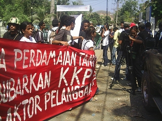 Protest_against_CTF_Dili