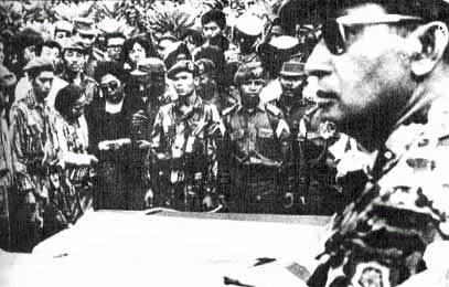 Suharto_at_funeral