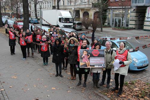 Übergabe von mehr als 13.000 Unterschriften für eine Ende von Genitalverstümmelung in Indonesien. Foto: (c) Terre des Femmes