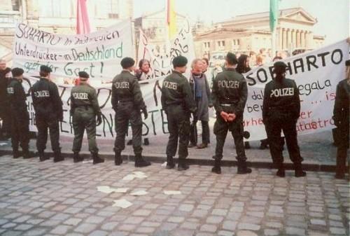 Demo gegen Suharto-Besuch in Dresden